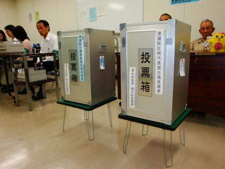不正選挙続報!ある開票所での怪しい動きと、極似する筆跡で書かれた大量の自民票 - 日本を守るのに右も左もない